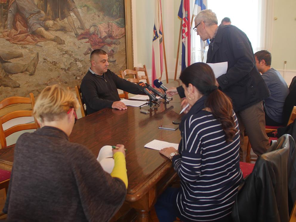 Gradonačelnik Vinković – press konferencija 12.10.2016.