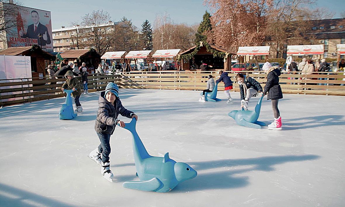 Otvorena klizališna sezona i Božićni sajam u Đakovu
