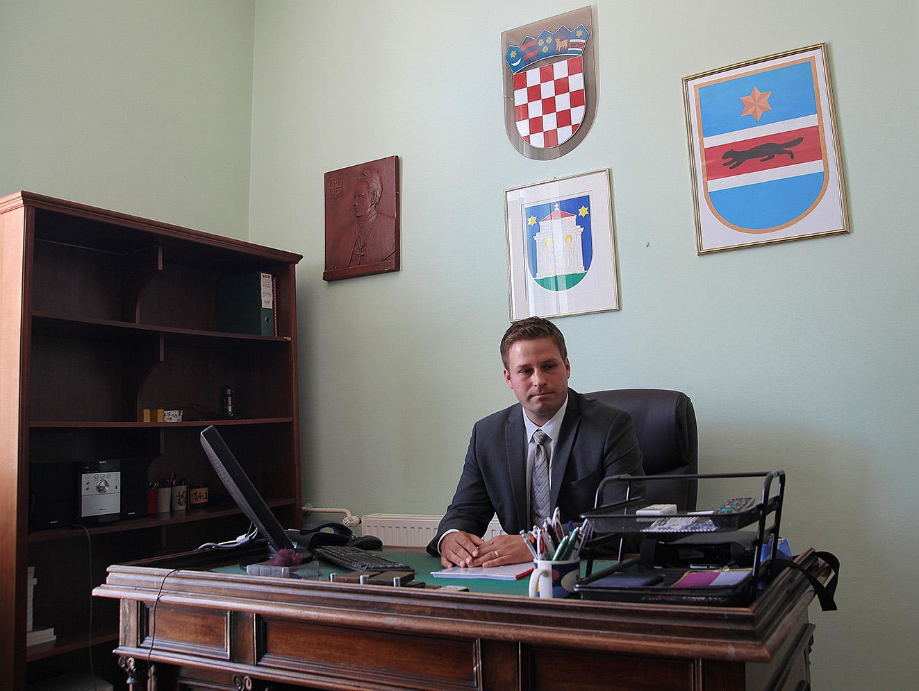MARIN MANDARIĆ PREUZEO DUŽNOST GRADONAČELNIKA ĐAKOVA