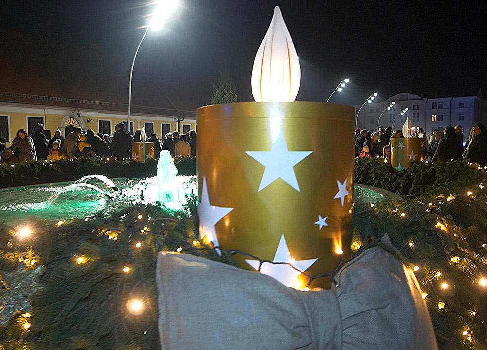 Paljenje prve Adventske svijeće u Đakovu