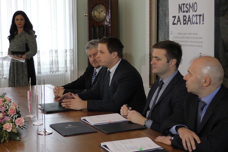 """Potpisivanje ugovora – IZGRADNJA RECIKLAŽNOG DVORIŠTA """"VITIKA"""""""