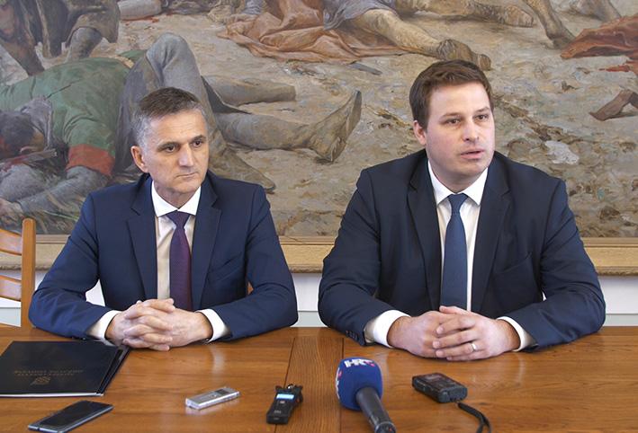 Ministar Goran Marić uručio tabularne isprave gradonačelniku Marinu Mandariću