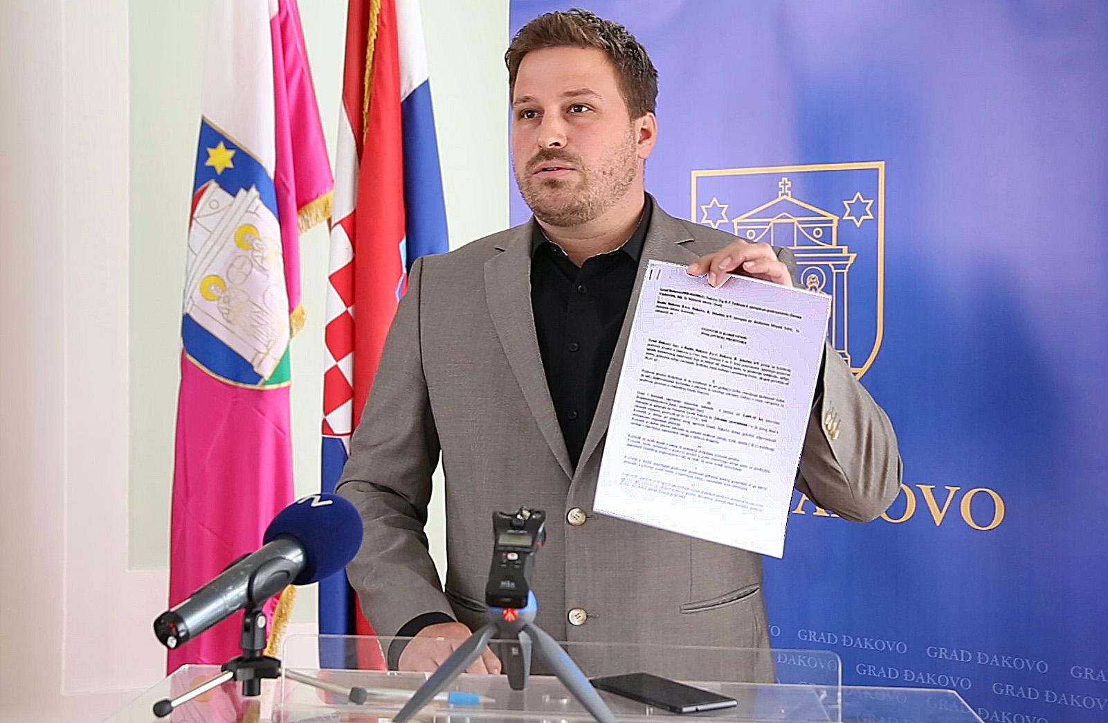 Press konferencija gradonačelnika Đakova Marina Mandarića
