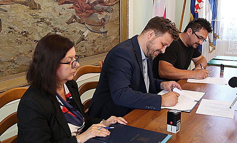Svečano potpisivanje ugovora : Program poticanja razvoja gospodarstva