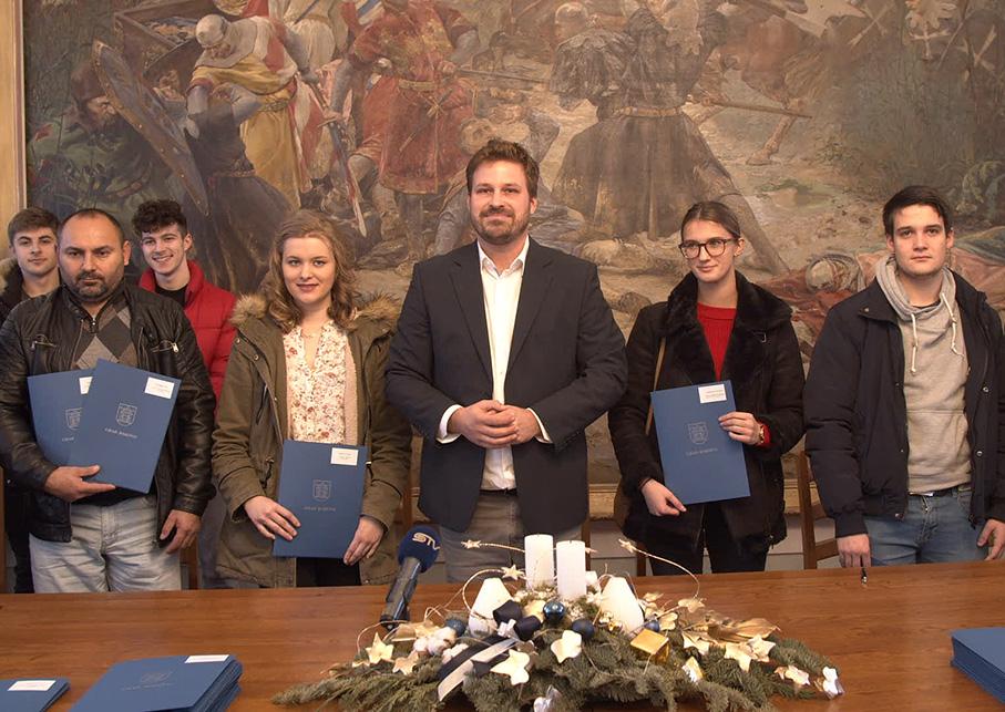 GRAD ĐAKOVO – svečano potpisivanje ugovora za dodjelu stipendija za učenike i studente