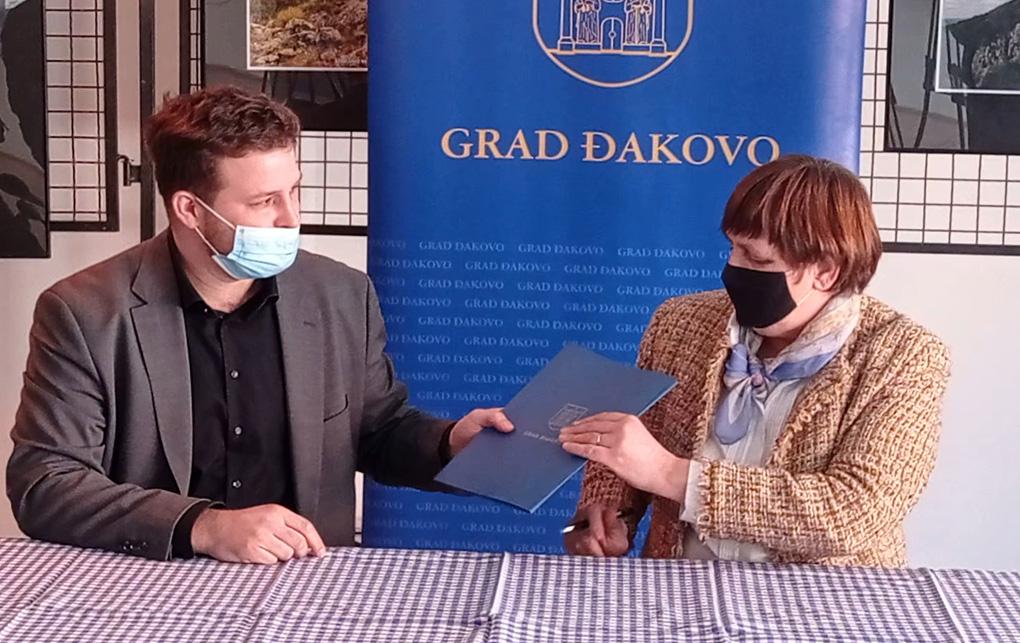 Gradonačelnik Đakova Marin Mandarić potpisao ugovore za projekt Zaželi 2