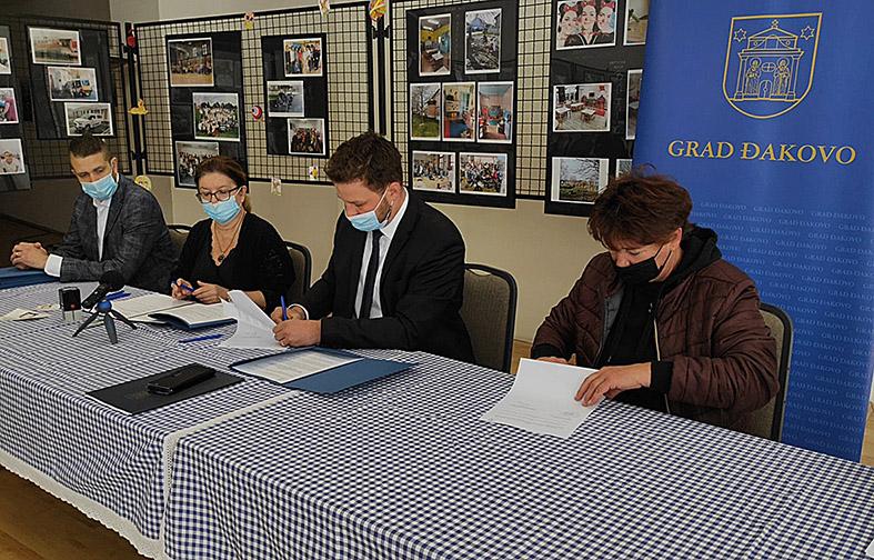 GRAD ĐAKOVO – potpisivanje ugovora za dodjelu potpora poduzetnicima